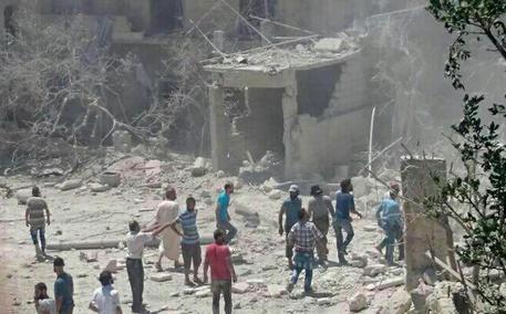 SIRIA: ALEPPO E' STREMATA - Amnesty denuncia: sono in corso attacchi chimici