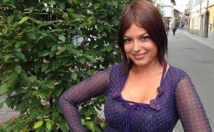 Il ritorno di Sara Tommasi: la showgirl racconta il suo cambiamento e fa un appello accorato…