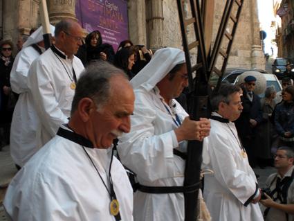 Le sacrosante pretese laiche nei confronti delle religioni
