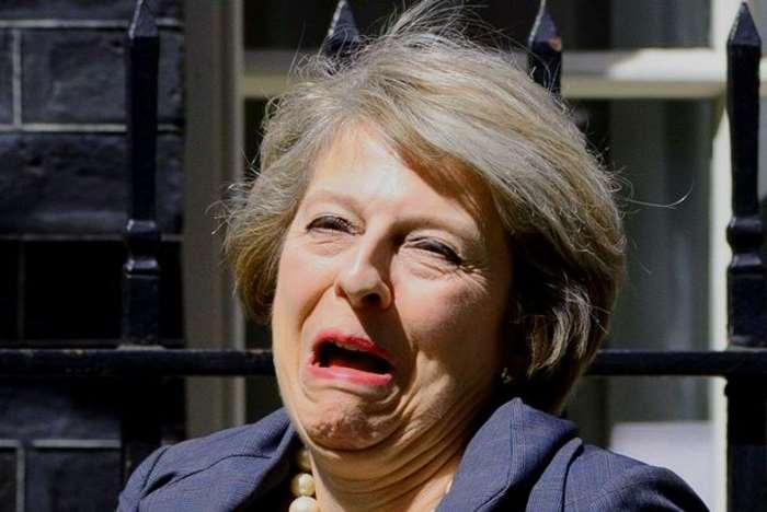 Ultimo giorno per Theresa May per siglare l'alleanza con l'UDP e formare un nuovo governo