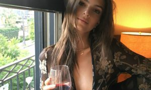 Emily Ratajkowski sconvolge il web col suo ultimo video sexy [VIDEO]