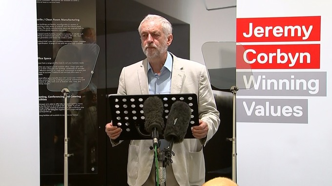 I dieci punti di Jeremy Corbyn per rimanere alla guida del Labour e sconfiggere i Tories
