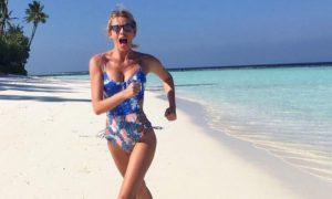 Vacanze di Natale di Alessia Marcuzzi: eccola in bikini e monokini alle Maldive