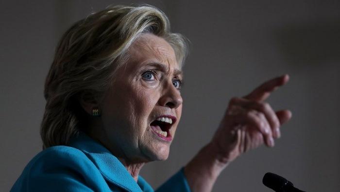 Hillary Clinton attacca duramente il capo della FBI, dopo la riapertura dell'inchiesta sulle email