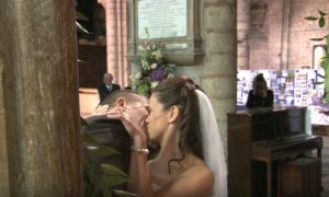 Sembrava un matrimonio come tanti, ma ciò che accade è pazzesco… [VIDEO]
