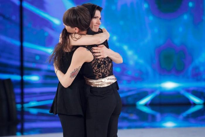 AMICI 15: Il ballerino MICHELE quarto eliminato ed ALESSANDRA AMOROSO fa commuove ELISA