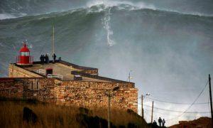 Il surfista più estremo del mondo [VIDEO]