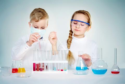 Giochi casalinghi di chimica per bambini