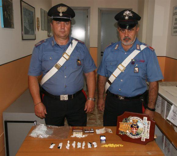 """Il cane """"Derby"""" fiuta oltre 50 dosi di droga arrestati due giovani a Castelvetrano"""