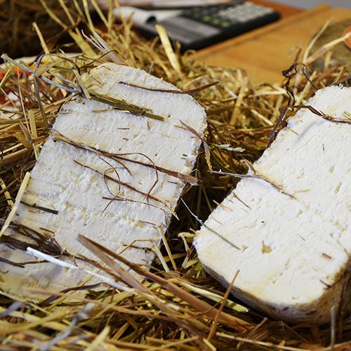 Assaggiate il pecorino toscano semistagionato nel fieno per 6 mesi, direttamente a casa vostra.