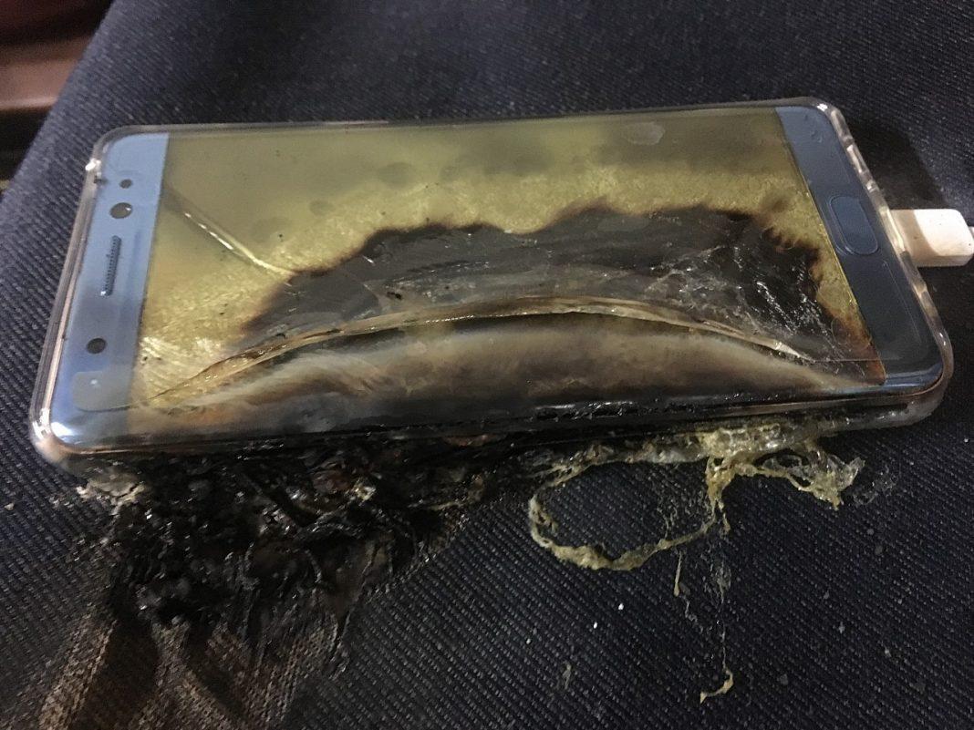 Samsung rinvia la commercializzazione del Note 7 dopo le esplosioni di alcune batterie