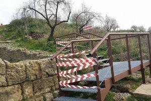 Il Fatto Quotidiano: Sicilia, una scala abusiva dimezza il sito archeologico di Morgantina