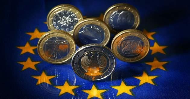 EuroZona, dati macro a tinte alterne. Ma l'euro marcia nel Forex