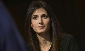 Libero shock: il titolo del quotidiano su Virginia Raggi fa scoppiare la polemica