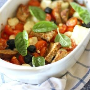 Feta al forno con pomodori, pane e olive