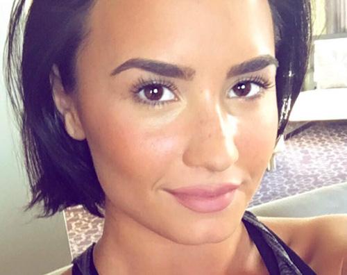 Selfie al naturale per Demi Lovato