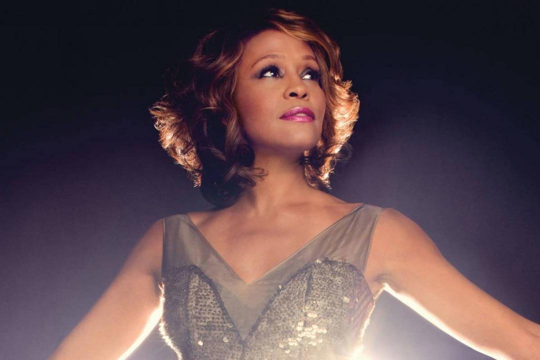 Whitney, il documentario sulla vita di una delle più influenti personalità nella musica pop, vi aspetta al cinema fino al 28 aprile. Ecco la recensione.