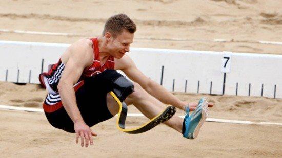 Protesi nel salto in lungo, la Iaaf dovrà decidere se ammettere gli atleti amputati alle Olimpiadi...