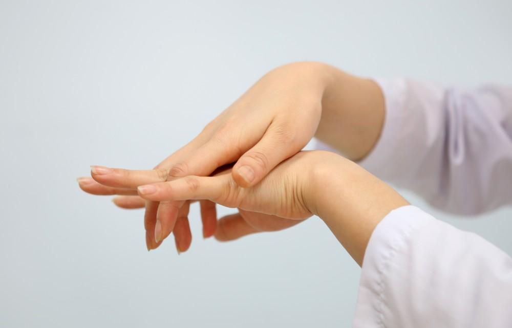 Chữa bệnh tê tay chân tại tphcm
