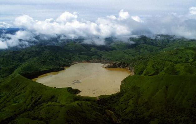 21 agosto 1986: Il lago Nyos in Camerun emette una nube tossica uccidendo migliaia di persone