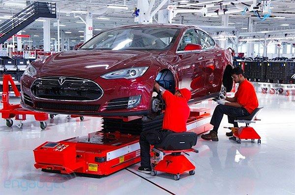 Tesla ricomincia a macinare utili