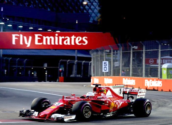 Formula 1, un incredibile Vettel conquista la pole nel GP di Singapore