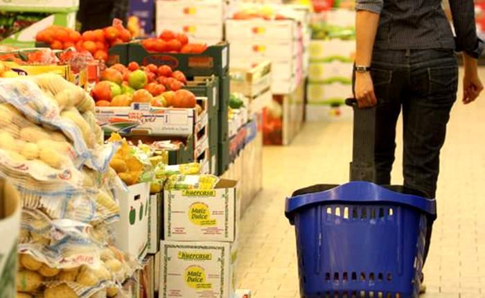 Giugno 2016: fatturato dei servizi in crescita, in calo la spesa per gli alimentari