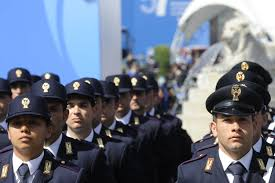 Roma. A 29 anni sono troppo vecchi: gruppo di aspiranti poliziotti protesta contro riordino carriere militari