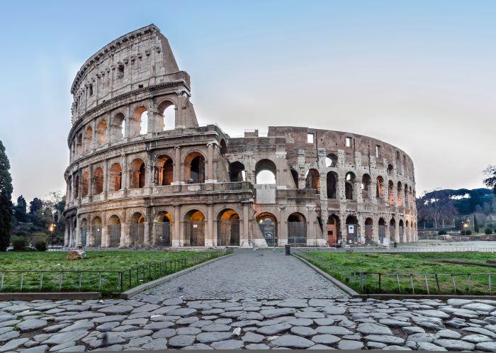 Il ministro Franceschini e la sindaca Raggi litigano per stabilire chi debba gestire il Colosseo