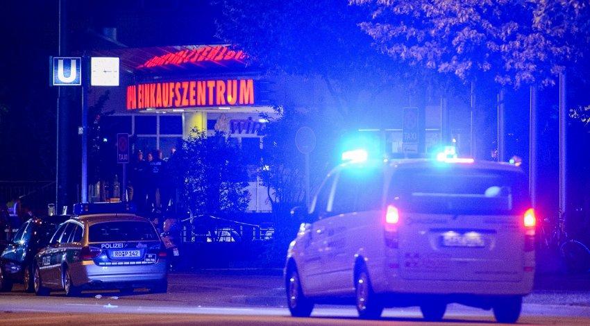 E' stato un diciottenne di origini iraniane a sparare a Monaco. Nove i morti