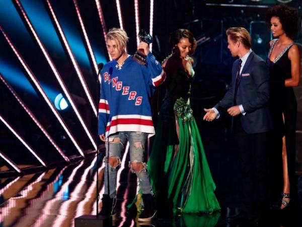 Justin Bieber criticato per il suoi dreadlock