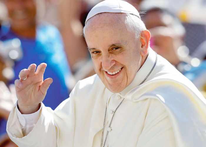 Papa Francesco apre alla possibilità di affidare le parrocchie anche a viri probati