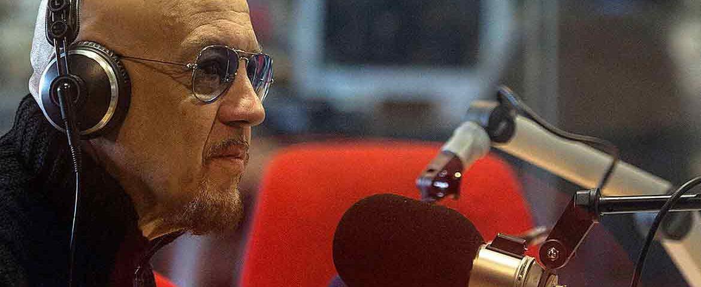 Su Radio 24 Enrico Ruggeri conduce Il Falco e il Gabbiano: la programmazione della settimana