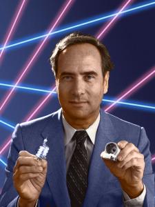 16 maggio 1960: Theodore Maiman produce il primo raggio laser