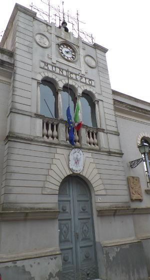 Calascibetta: Ipab dipendente chiede assunzione al Comune e 250 mila euro di arretrati
