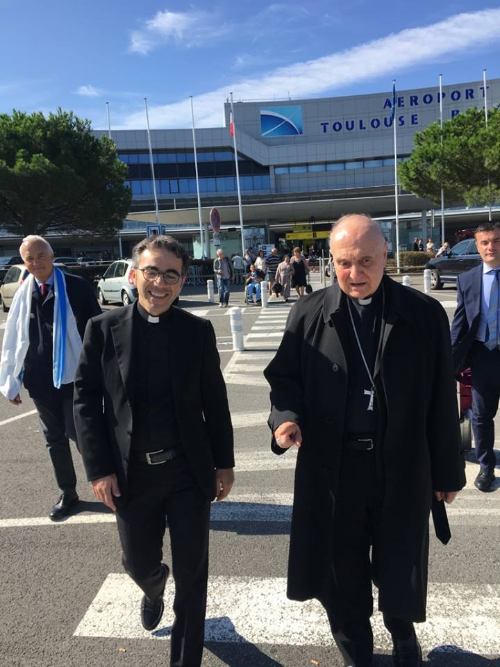 Cardinale Comastri arrivato a #Lourdes