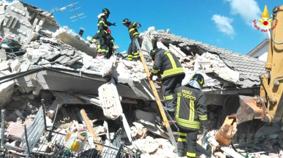 Terremoto. Bilancio sale a 247 morti. Centri di raccolta in Sicilia