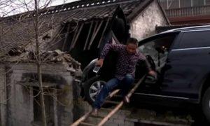 Il SUV va fuori strada e… prende il volo [VIDEO]