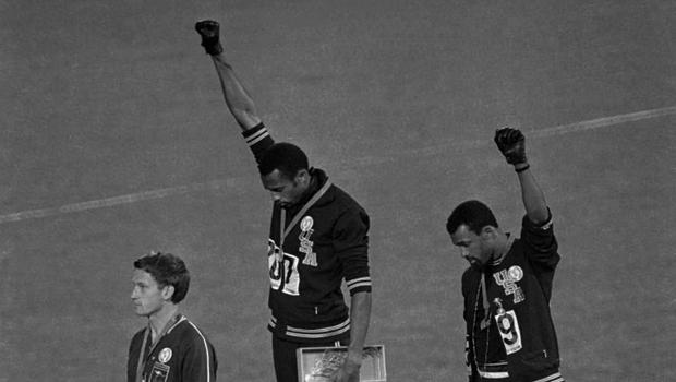 17 ottobre 1968: Alle Olimpiadi di Città del Messico la protesta a favore del potere nero