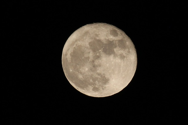 Luna Alieni ed Astronauti