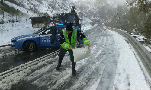 Eccezionale nevicata ad Enna. Bloccata per ore l'A19