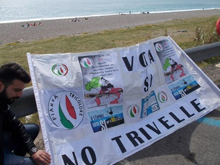 Sit-in del Movimento Sociale FT per il SI al Referendum sulle Trivelle