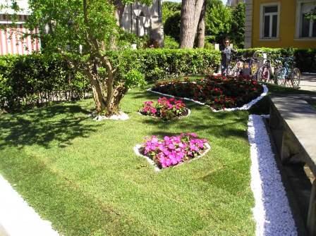 La via della felicità a Cervia città giardino