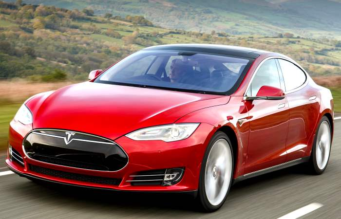 Tesla tra i sogni dei progetti futuri e i conti (deludenti) della realtà