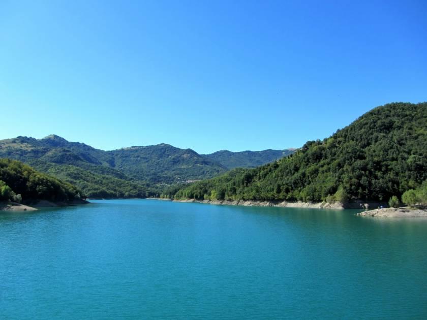 I borghi e le leggende nascosti sotto al lago del Brugneto