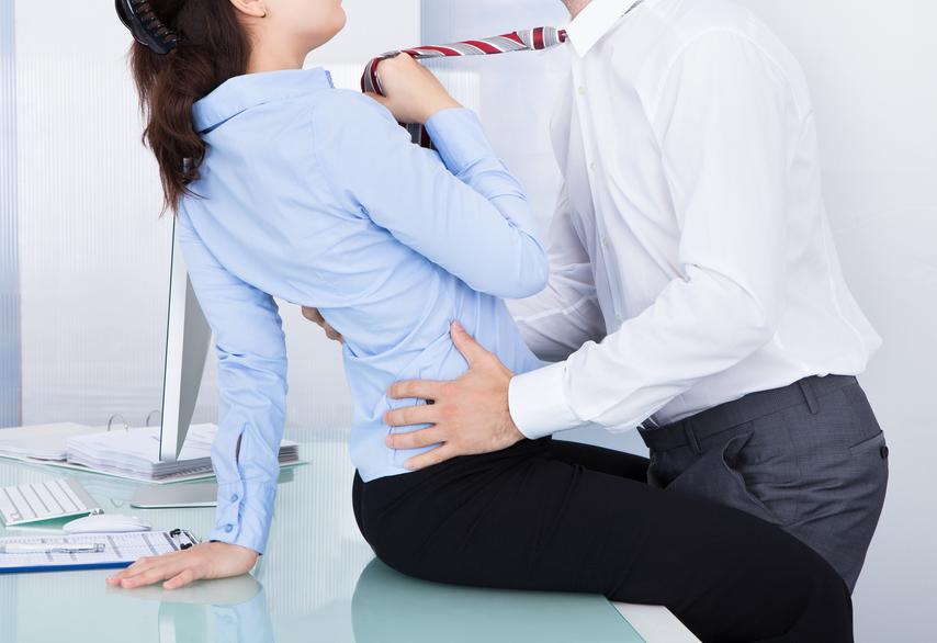 Flirt sul posto di lavoro: donne coinvolte più degli uomini