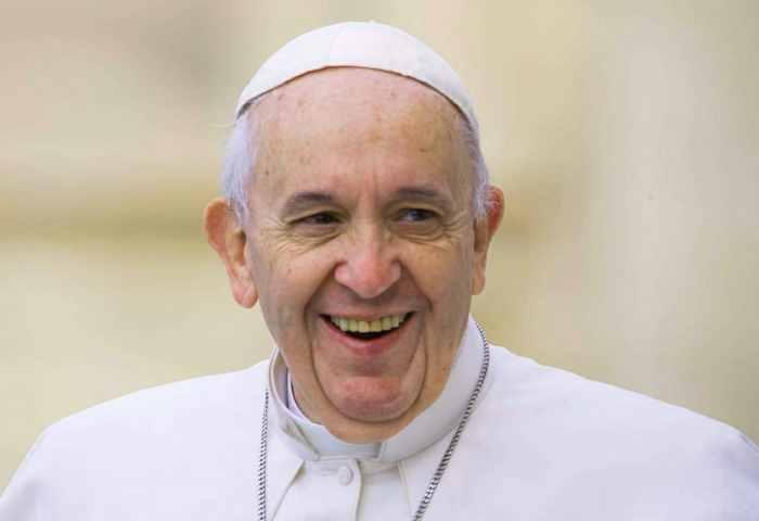 La CEI si schiera a difesa del Papa dopo i manifesti affissi a Roma qualche giorno fa