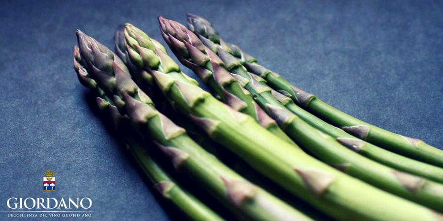 La stagione degli asparagi entra nel vivo: scopri 3 modi gustosi di proporli in tavola e con quali vini Giordano servirli