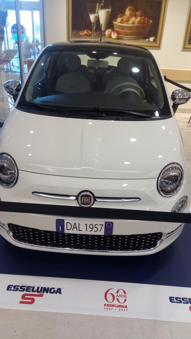 Esselunga compie 60 anni ed in negozio compaiono delle Fiat 500...
