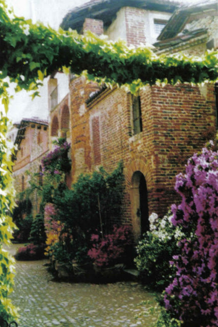 Per antiche mura: Candelo, un rifugio sicuro che resiste anche al tempo.   Una Gita Fuori Porta